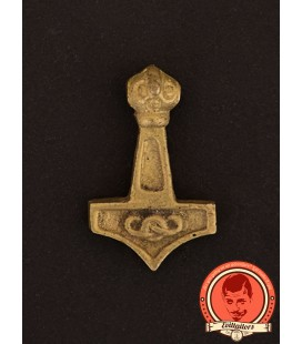 Thor's hammer with mystical knot